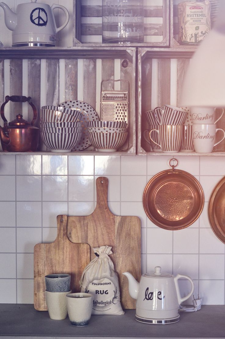 Kitchen inspiration; check out the cool porcelain water boiler <3