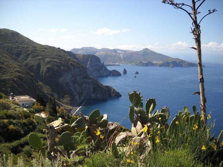 ユーラシア旅行社でいくシチリア島では、世界遺産のエオリエ諸島にも足を伸ばします