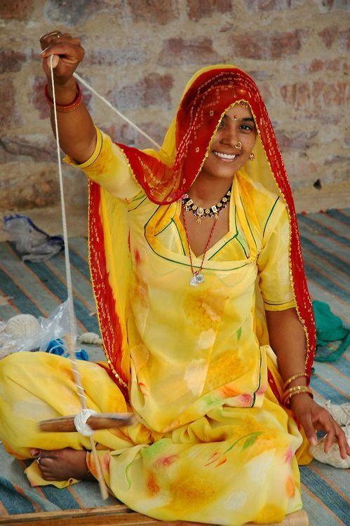 Spinning yarn in India