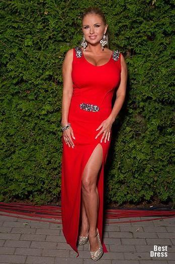 Фото семенович в красном платье