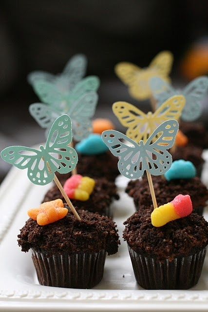 I always loved this idea as a child, and transforming it into cupcake form is brilliant! Maybe it will have a chocolate pudding filling to stick with the tradition