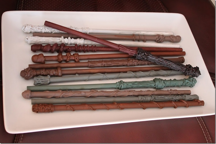 Make your own Harry Potter wands.  Adorable Harry Potter birthday party ideas by @Christene // MommaBird Houston.com