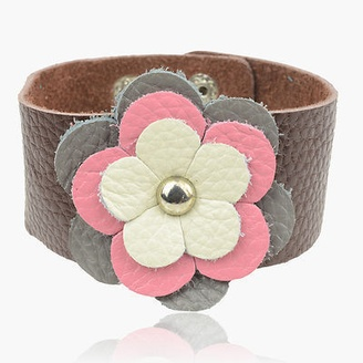 JEN - Layered Leather Flower Bracelet: http://www.outbid.com/auctions/11332-the-queen-bee#23