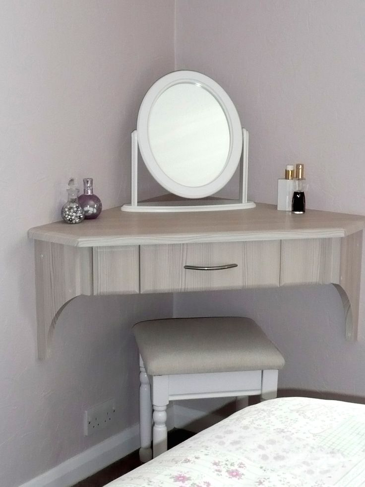 Bespoke Fitted Bedroom Corner Dressing Table from Jarrods Carpentry.   We create bespoke bedroom furniture that will fit into unusual or awkward spaces. Covering England, Wales and the Channel Islands. Contact us on 02920 529 797. * Please be aware that we have a minimum order and this corner dressing table unusually comes within a furniture package.