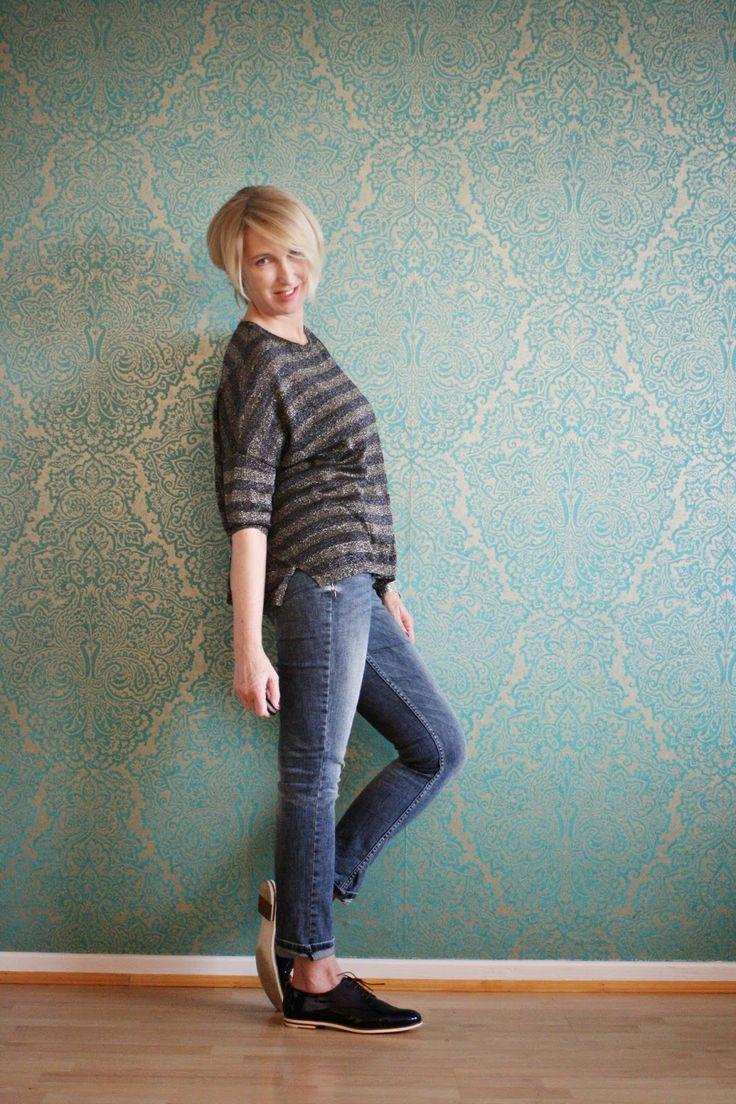 glam up your lifestyle: Jeans-Outfit mit flachen Schnürschuhen