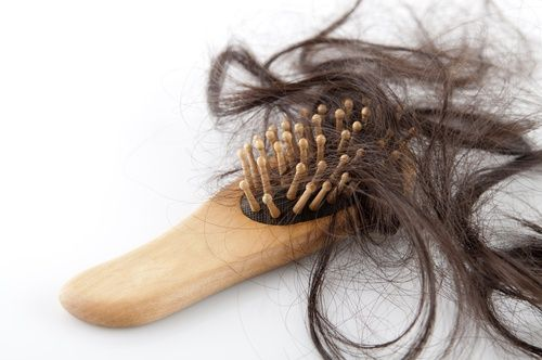 4 remedios naturales para la caída del cabello Además de fortalecer el cabello, la remolacha nos puede servir para teñirlo de forma natural y para cubrir las canas