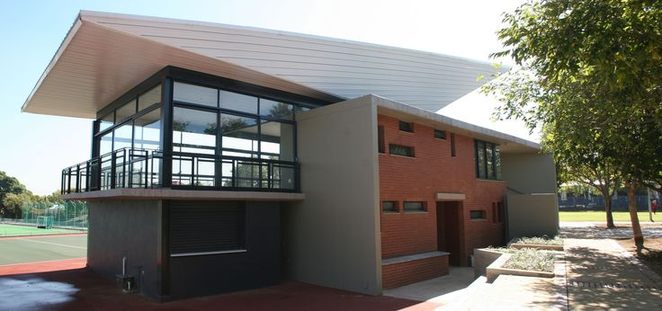Afrikaanse Hoer Meisieskool Pretoria – New sports facility in Pretoria, South Africa. The brief called for a sports facility with a tuck shop, dressing rooms, ablutions, sport viewing venue and entertainment area thus the building becomes the core of the sporting hub. Visitors would know immediately where to go with the design being a focal point in the center of the school. By Mathews and Associates Architects, completed in 2012. Photo by MAAA
