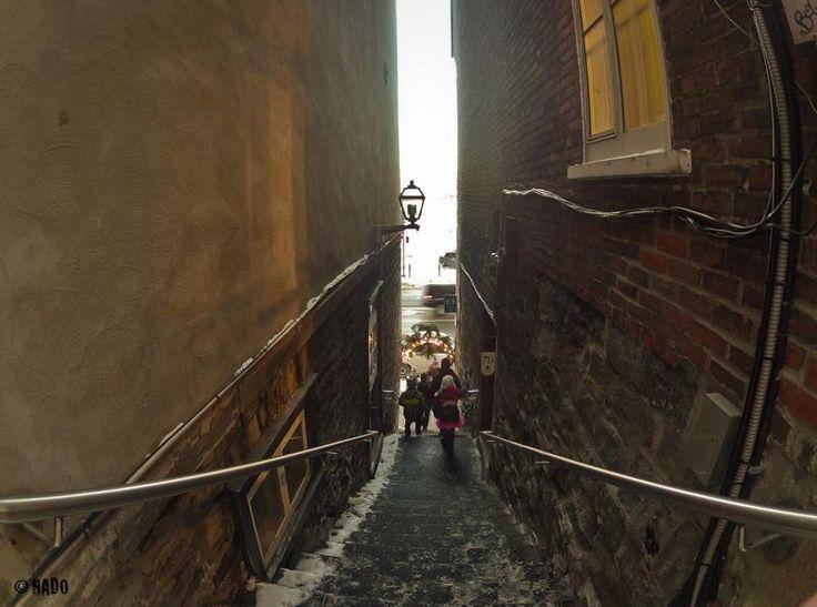 Escalier qui débouche sur le Boulevard Champlain et le fleuve St-Laurent