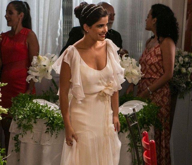Vanessa Giácomo grava 'A Regra do Jogo' vestida de noiva (Foto: Inácio Moraes / Gshow) Vanessa Giácomo, a Tóia de A Regra do Jogo, surgiu linda com um vestido de noiva bem romântico na gravação de uma cena da personagem. ...