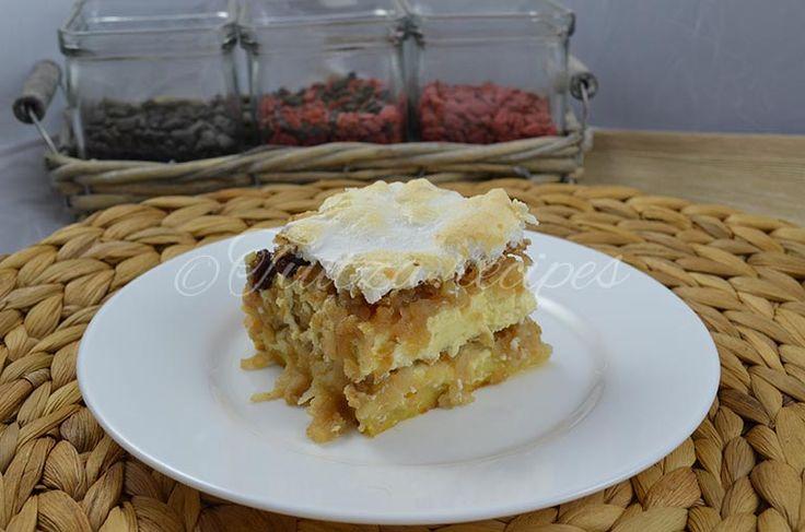 Meringue dessert with pears and cheese https://tiutza.recipes/deserturi/desert-cu-pere-branza-si-bezea/