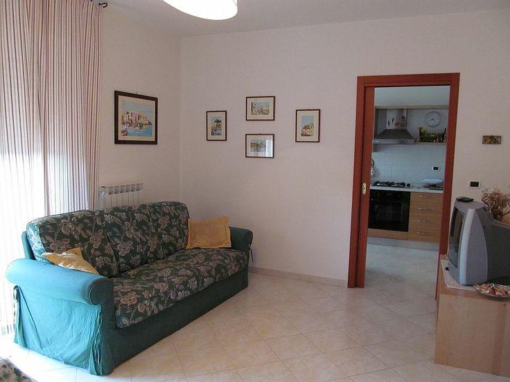 soggiorno http://www.immobiliarepineto.it/appartamenti-trilocali-3-locali-/trilocale-con-terrazzo-e-garage-c34.html