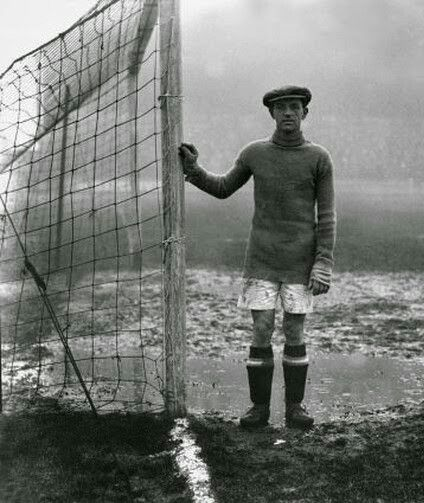 Billy Mercer of Huddersfield Town in 1925.