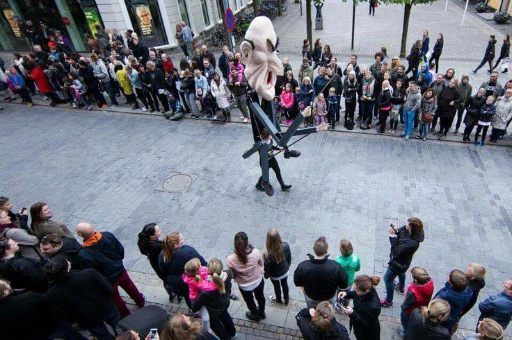 schoolmaster, carnival, puppet, street art performance. design: Britt Kristensen, KarnevalsKoloritterne, Denmark