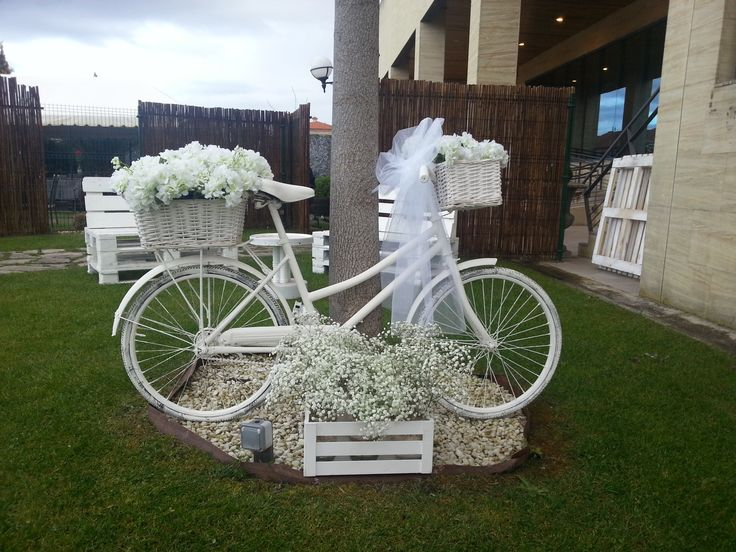Algunos detalles de la decoración de nuestros jardines. ¡Son el lugar ideal para tu celebración! #PradodelArca #Talavera #TalaveradelaReina #Bodas #Eventos #Celebraciones #Catering #Jardines #Amor #Wedding #Gardens #Love #Decoracion #Decoration #Reception #Banquete #Bicicleta #Bicycle #Flores #Flowers