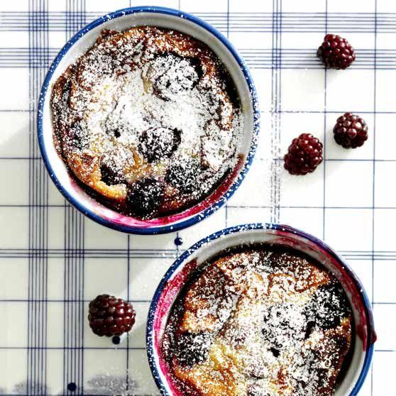 Små brombærtærter -http://www.dansukker.dk/dk/opskrifter/smaa-brombaertaerter.aspx #dansukker #opskrift #inspiration #lækkert #kage #cake #tærte #pie #brombær #eat #spis #food #mad #snack