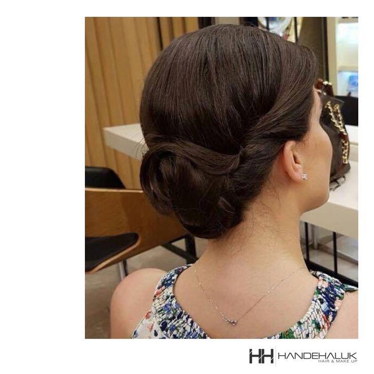 Göz alıcı topuz… #HandeHaluk #ulus #zorlu #zorluavm #zorlucenter #hair #hairstyle #hairdye #hairdo #hairoftheday #hairfashion #hairlife #hairlove #hairideas #hairsalon #hairartist #hairtrends #hairstylists #hairinspiration #bun #inspiration