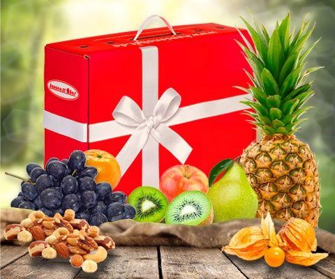 Obstbox BALANCE SNACK: Unser Geheimtipp für deine Gesundheit - bleib im Gleichgewicht mit der Vitaminkraft der Früchte. Eine bunte Mischung verschiedenster Obstsorten verwöhnt dich Tag für Tag. Leckere kernlose Trauben, knackige Äpfel und kernige Power aus Nusskernen erwarten dich in dieser Fruchtkomposition. Greif zu - Naschen ist hier erlaubt.