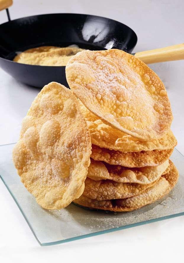 I dolci di Carnevale: sfoglie fritte, semplici ma di grande effetto. Sara Papa ci insegna a preparare le meraviglie di Carnevale, un dolce goloso che piace a tutti.