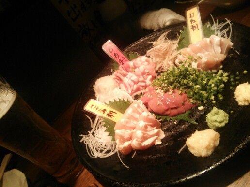 とさか@新宿。鶏肉専門店で、鶏レバーが絶品。早く食べないと苦味が出てくるけど…。予約必須です。