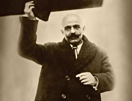 Georges Gurdjieff.   http://www.ilgiardinodeilibri.it/libri/__mia_fanciullezza_gurdjieff.php?pn=130