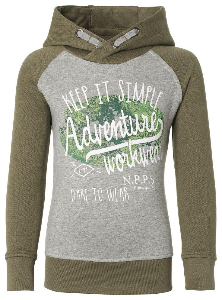 Noppies boys sweater is Fin Hood Olive 55505  Deze Noppies sweater Fin met gevoerde capuchon is voorzien van opdruk en tekstprint. De sweater heeft een breed boord onderaan en ook de raglan mouwen zijn voorzien van boord. Draagt warm en comfortabel. Materiaal: 85% Katoen / 15% Polyester  EUR 7.50  Meer informatie