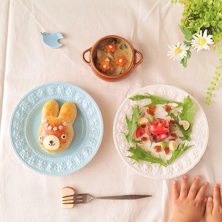 なほ's dish photo 息子2歳朝ごはん ハンバーグは味ポンのジュレと野菜でさっぱりと | http://snapdish.co #SnapDish #レシピ #テーブルブレッド #朝ご飯 #離乳食/幼児食 #キャラ弁 #今日はジューシーさっぱり!