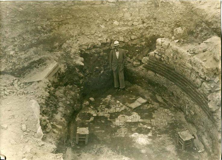 Saklı bavuldan çıkan İstanbul Cumhuriyet dönemi sonrası İstanbul'da yapılan arkeolojik kazıların detaylı fotoğrafları, İngiliz Birmingham Üniversitesi arşivlerinde bulundu.  (Saklı bavuldan çıkan İstanbul)