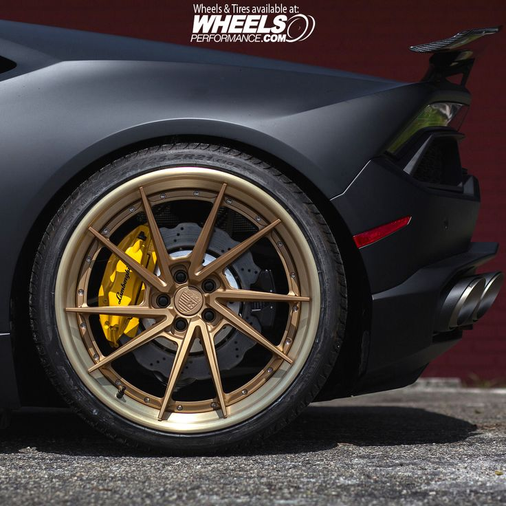"Beautiful Matte Lamborghini Huracan sitting on 21"" @Anrkywheels AN33's finished in Matte Gold centers + Gold Lips + 50/50 ARP Hardware. Tires are from @Pirelli PZero 325/25/21 and wheels look stunning against those yellow calipers. Looking for a price quote on these? Reach us at 1.888.239.4335 or @WheelsPerformance"