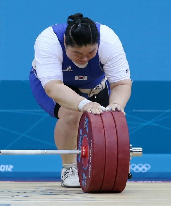 한국 역도의 간판스타 장미란(29ㆍ고양시청)이 2012 런던올림픽 여자 역도 75kg 이상급에서 4위를 기록, 올림픽 영웅의 화려한 퇴장을 알렸다.