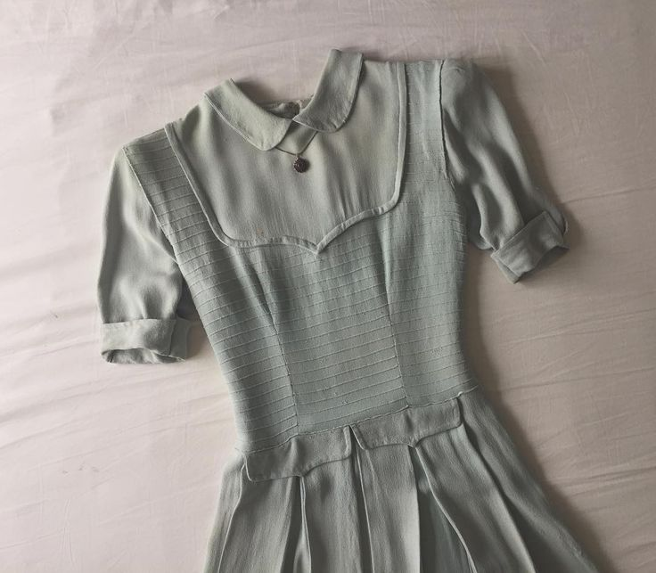 3,020 vind-ik-leuks, 32 reacties - Ida Cathrine (@idacath) op Instagram: 'Some seriously pretty mail from France this week 1940s pale mint swing dress with the perfect…'