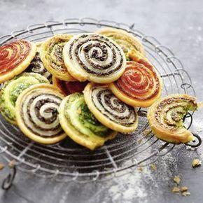 Kräuter-Tomaten und Oliven-Blätterteigschnecken, alle mit Parmesan - schnell gemacht, einfach