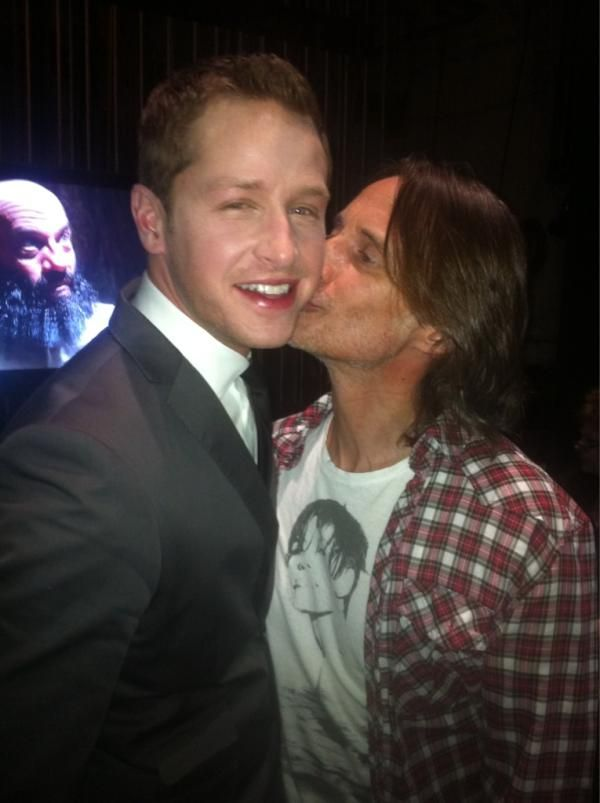 """Robert Carlyle and Josh Dallas """"smoochy"""" Picture"""