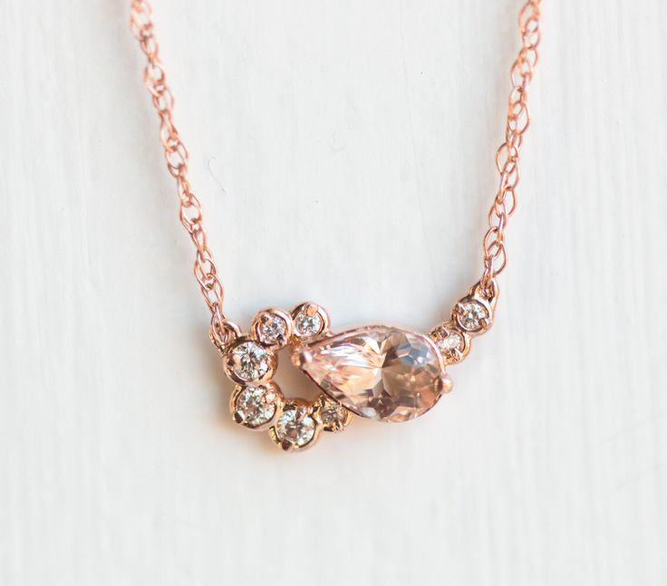 Shortcake ketting / / Morganite Cluster ketting in 14k Rose Gold / roze blozen Pear Morganite met witte diamanten in 14k Rose of geel goud door MelanieCaseyJewelry op Etsy https://www.etsy.com/nl/listing/494110565/shortcake-ketting-morganite-cluster