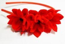 czerwone kwiatki na głowę