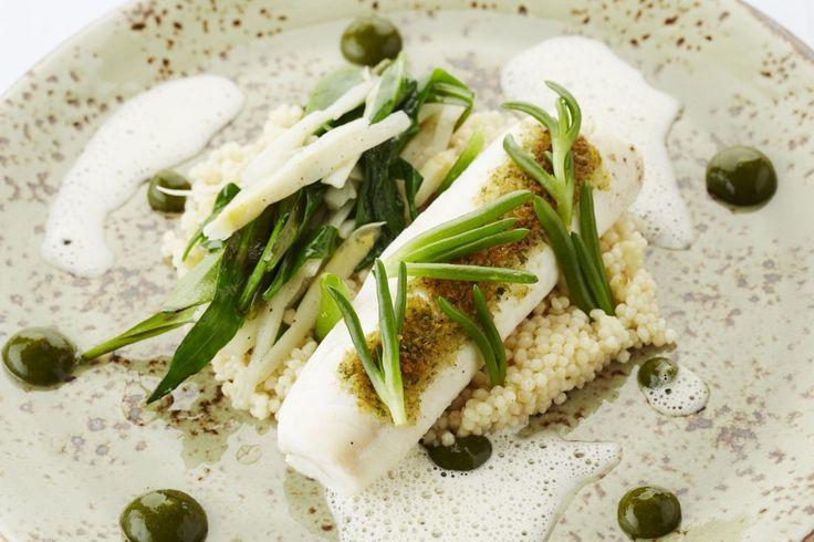 Een overheerlijke pladijsrolletje met couscous, lamsoor en asperges, die maak je met dit recept. Smakelijk!
