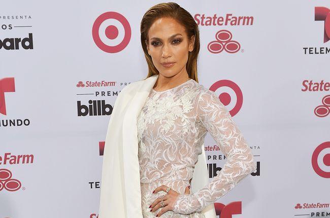 Watch Jennifer Lopez Pay Tribute to Selena at Billboard Latin Music Awards   Billboard