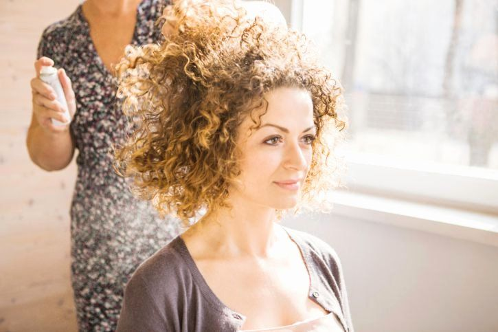 Balayage Highlights Curly Hair Elegant Best Curly Hair Salons In Nyc Di 2020 Rambut Keriting Keriting Mengagumkan