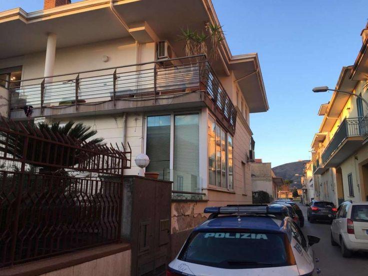 ESCLUSIVA VIVI CASAGIOVE, furto in appartamento in via della Costituzione: bottino da 20.000 euro a cura di Giovanna Longobardi - http://www.vivicasagiove.it/notizie/esclusiva-vivi-casagiove-furto-in-appartamento-in-via-della-costituzione-bottino-da-20-000-euro/