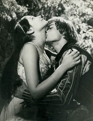 "Romeo and Juliet (Franco Zeffirelli, 1968)  ""But soft, what light through yonder window breaks?"""