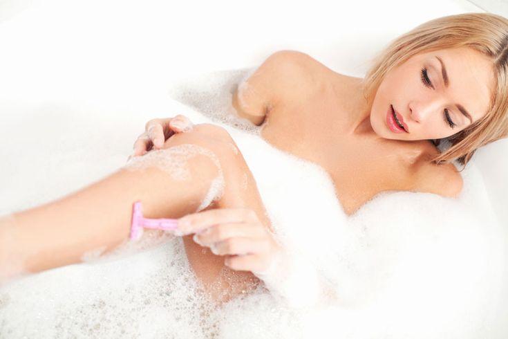 ***¿Cómo afeitarse las piernas?*** Si bien el afeitarse o rasurarse es el método para depilarnos más económico y rápido, tiene sus desventajas. Aquí analizamos las mismas y te contamos cuál es la mejor manera de afeitarse......SIGUE LEYENDO EN...... http://comohacerpara.com/afeitarse-las-piernas_5692b.html
