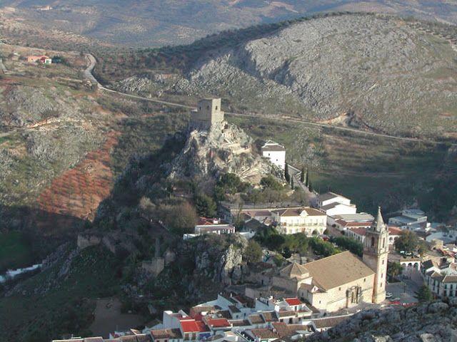 El castillo de Luque es un ejemplo de castillo roquero dominador de una amplia zona de las Sierras Subbéticas, testigo y protagonista de disputas bélicas.