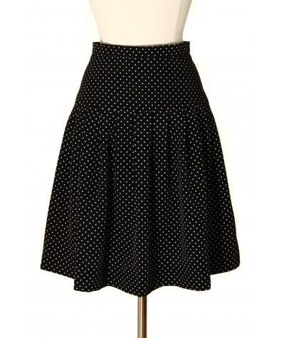 Polka dots have always been in fashion and always will be. This is why we just can't take our eyes off this cute skirt! Wear it with pumps or flats, winter or summer, it all goes.