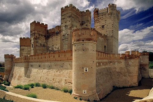 Castle of La Mota, Spain The Castle of the La Mota or Castillo de La Mota is a reconstructed medieval fortress, located in the town of Medina del Campo, province of Valladolid, Spain. It is so named because of its location on an elevated hill, a mota, from where it dominates the town and surrounding land. (Image source: Manuel Zaldvar)