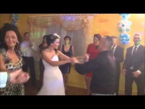 Jaka piosenka na pierwszy taniec? - http://www.mlodziipiekna.pl/jaka-piosenka-na-pierwszy-taniec/