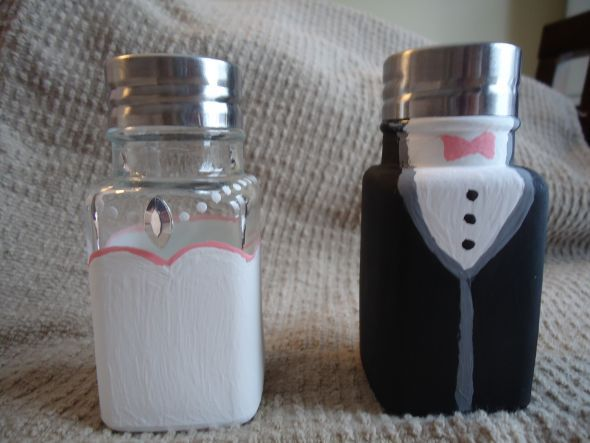 must have these bride and groom salt pepper set