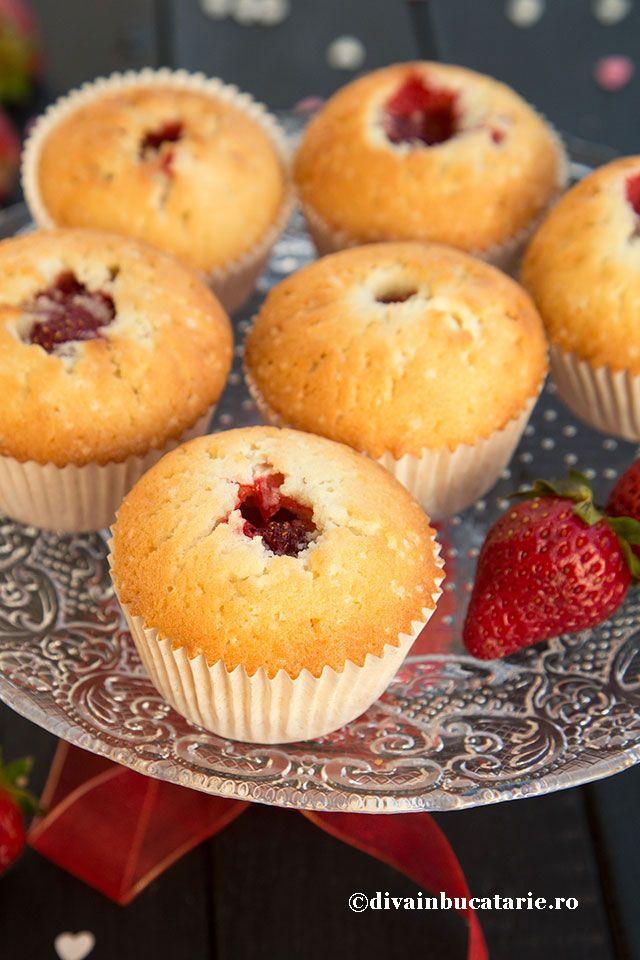 Muffins cu capsune intregi, o explozie de arome si texturi, ne vor face sa le adoram si sa le pregatim ori de cate ori vom avea ocazia.