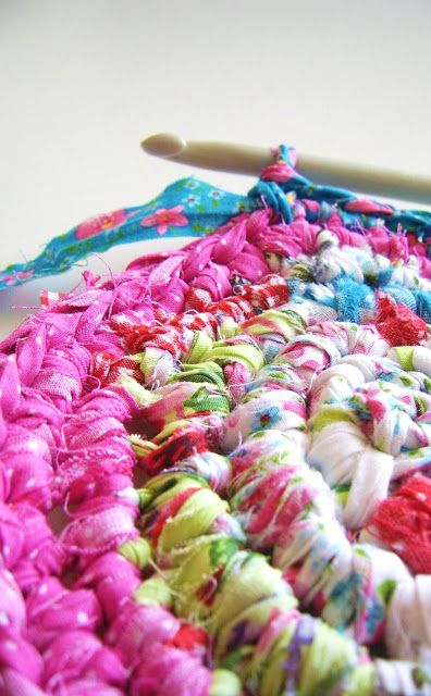 DIY-Tutorial: Crocheted Rag Rug, Basket or Vase.