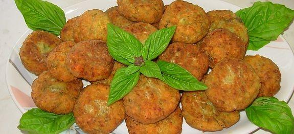 Δες εδώ μια πολύ νόστιμη και καλοκαιρινή συνταγή για να φτιάξεις ΚΟΛΟΚΥΘΟΚΕΦΤΕΔΕΣ ΜΕ ΒΑΣΙΛΙΚΟ, μόνο από την Nostimada.gr