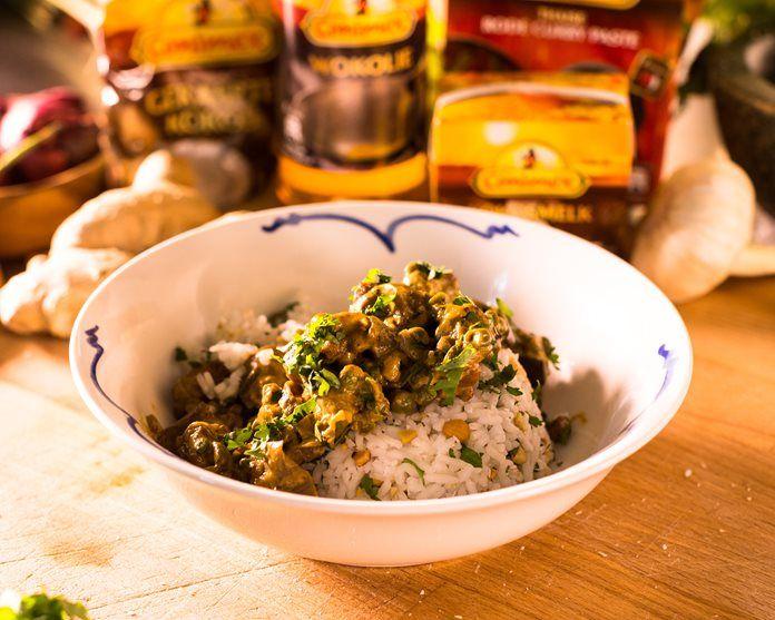 Thaise Rode Curry met kippendijen en aubergine