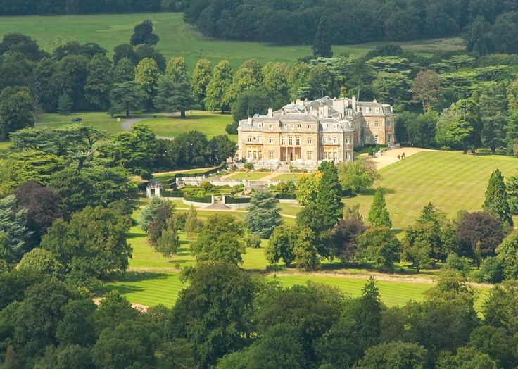 six out of ten magazine: Dog spas and Pet Menus: Luxury dog friendly hotels in UK